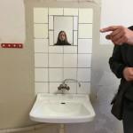 Sanitäre Ausstattung in den neueren Zellen, statt eines Eimers, gab es fließendes Wasser und ein WC.