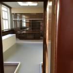 Auch hier hält der graue Fußboden die Ausstellung zusammen.