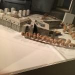Im Learning Center steht ein Modell des Museums. Die besondere Architektur lässt sich so gut überblicken.